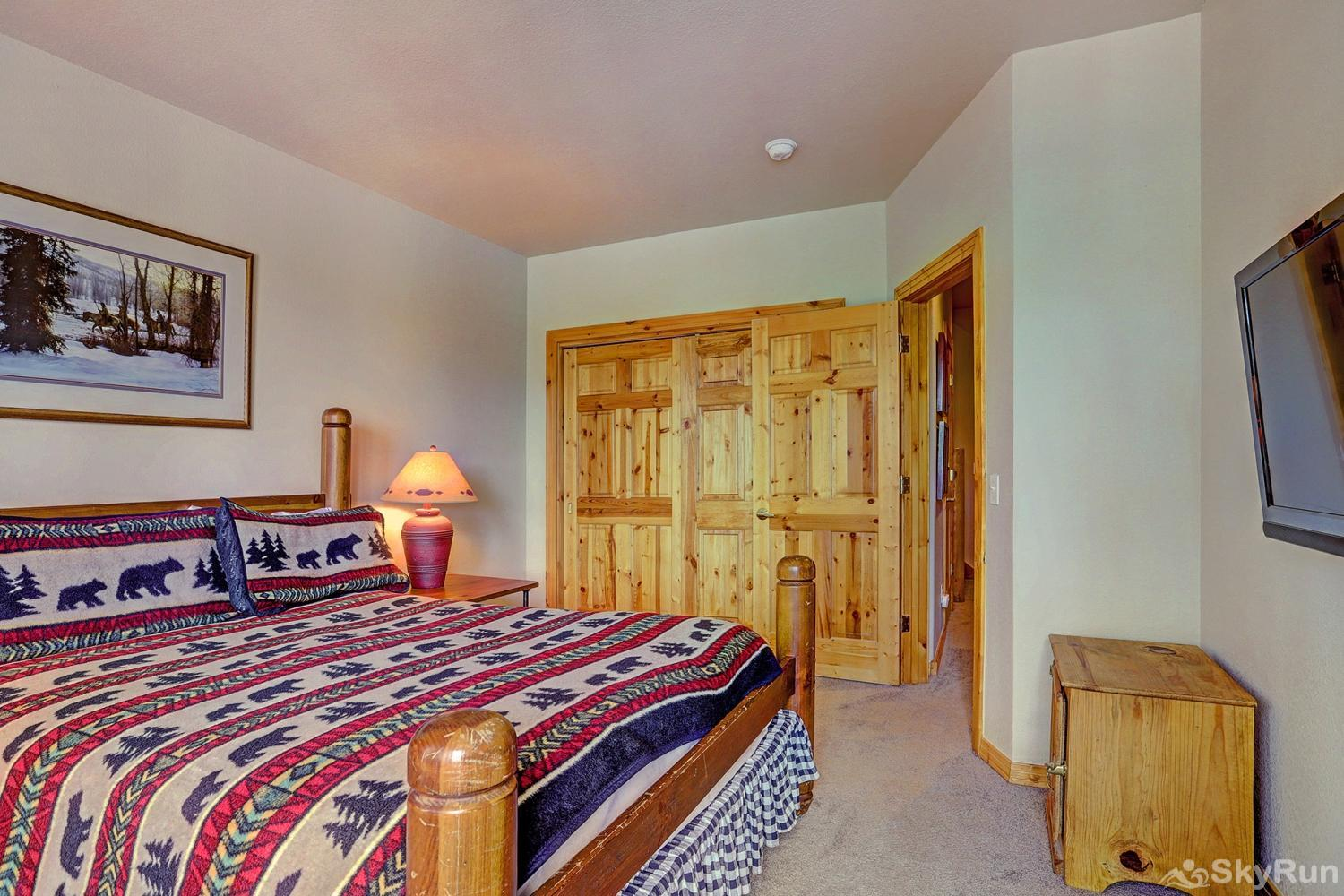 Elk Ridge 406 Third bedroom with queen size bed and flat screen TV