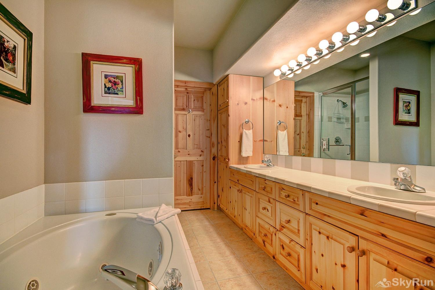 Elk Ridge 406 Gorgeous 5-piece master bathroom