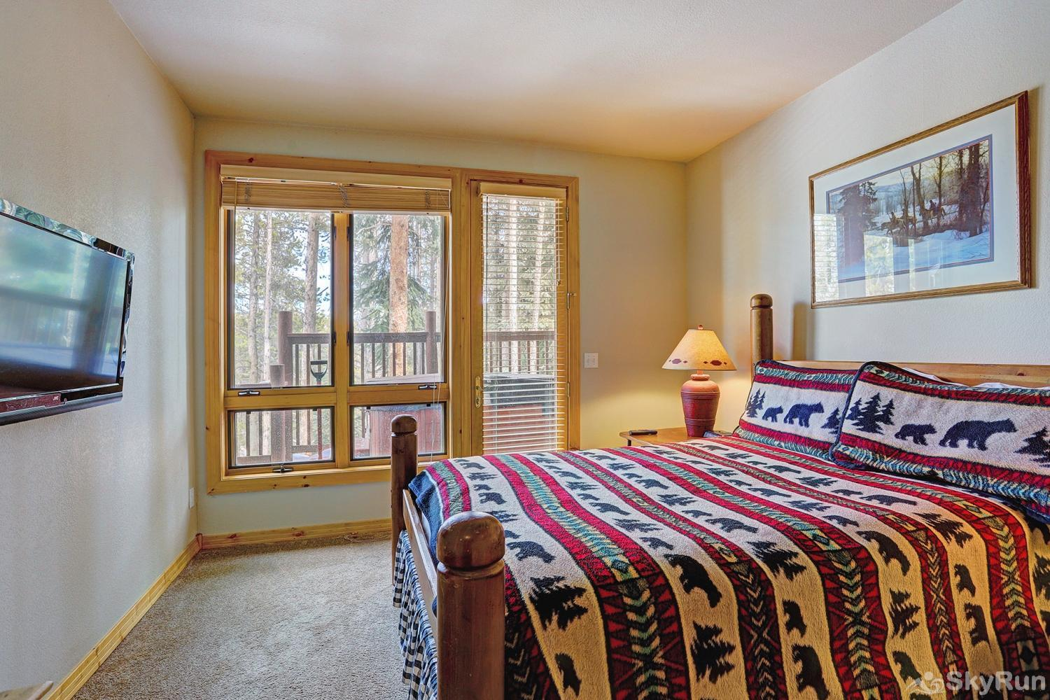 Elk Ridge 406 Third bedroom with queen size bed & plenty of natural light