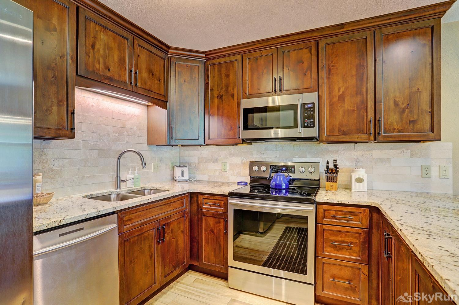 Tyra Summit A2A Updated kitchen with modern appliances