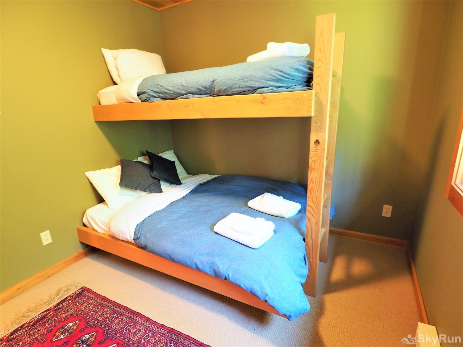Round Roof Retreat Bedroom 3 - Bunk bed room (double on the bottom)
