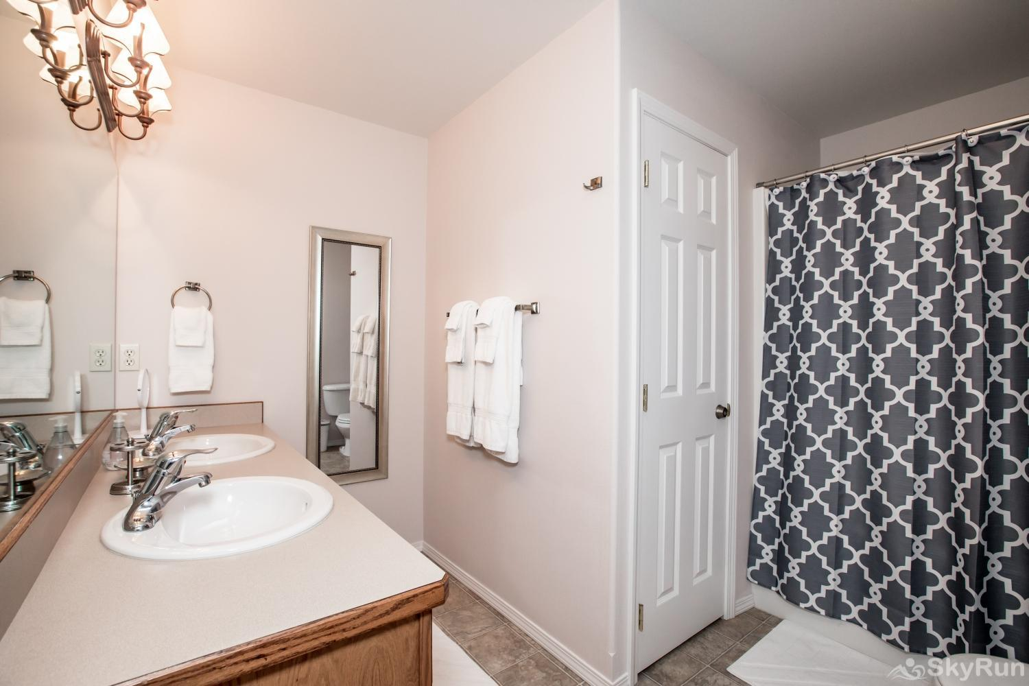 Red Fox Hollow Master bathroom double sink with lots of counter space and tub/shower