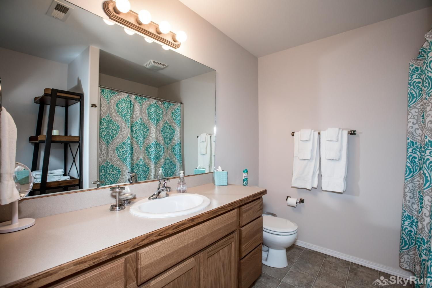 Red Fox Hollow Downstairs shared full bathroom with tub/shower
