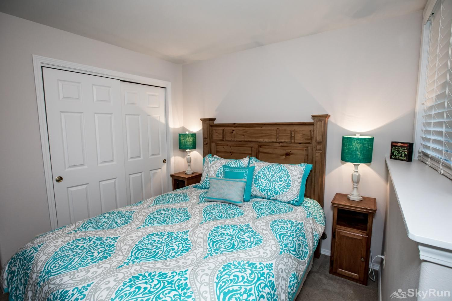 Red Fox Hollow Second bedroom with comfy queen bed and TV with cable