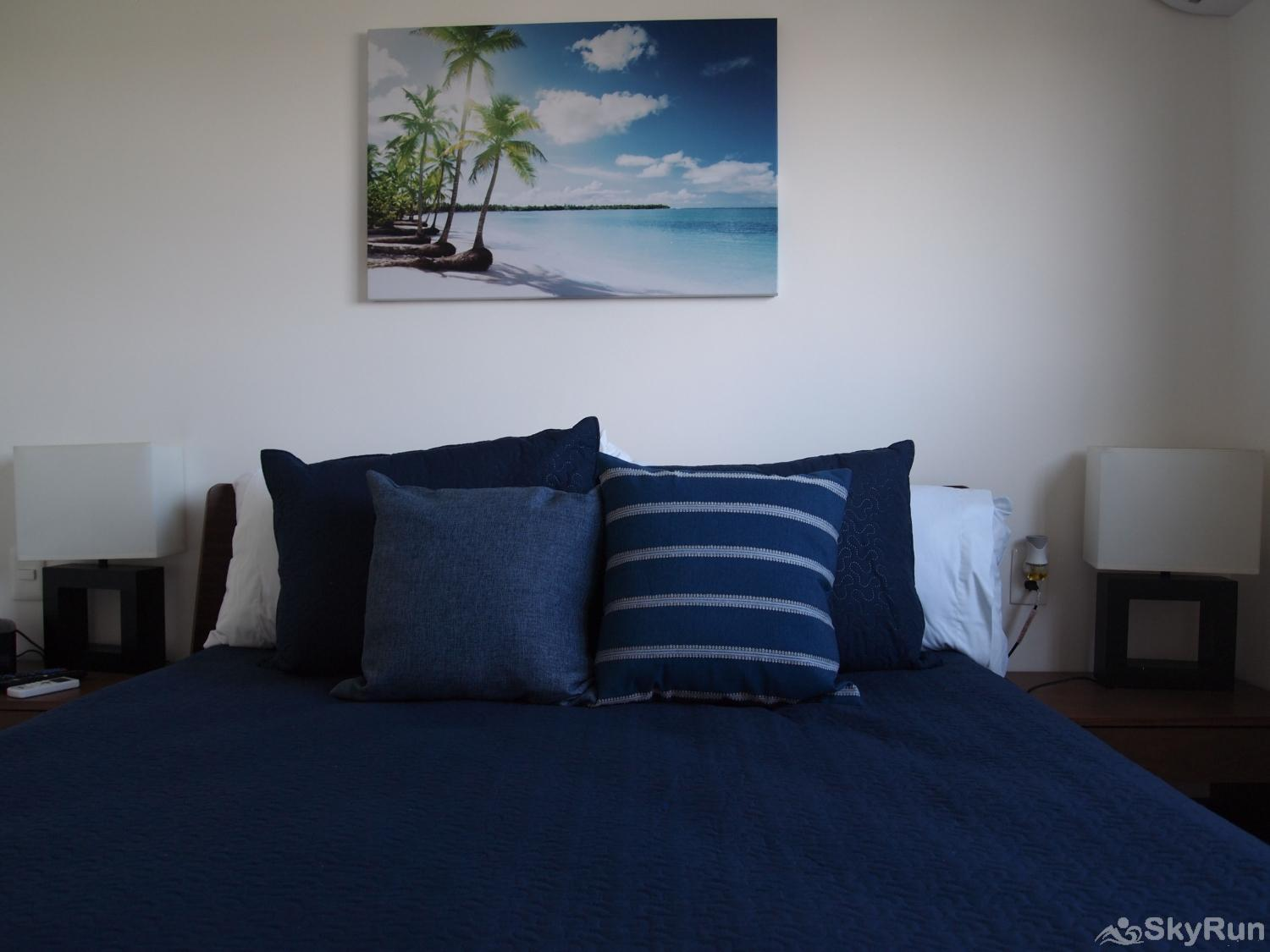 Stylish Beach Condo Steps from Beach 2BR Outdoor Pool, 303 spacious king size beds