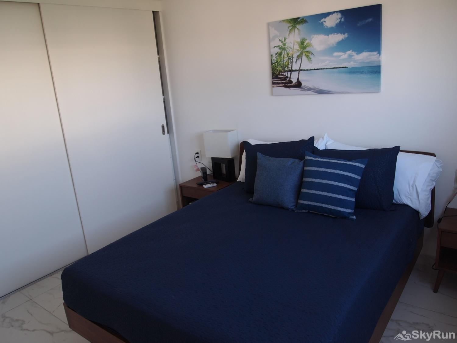 Stylish Beach Condo Steps from Beach 2BR Outdoor Pool, 303 King Size beds