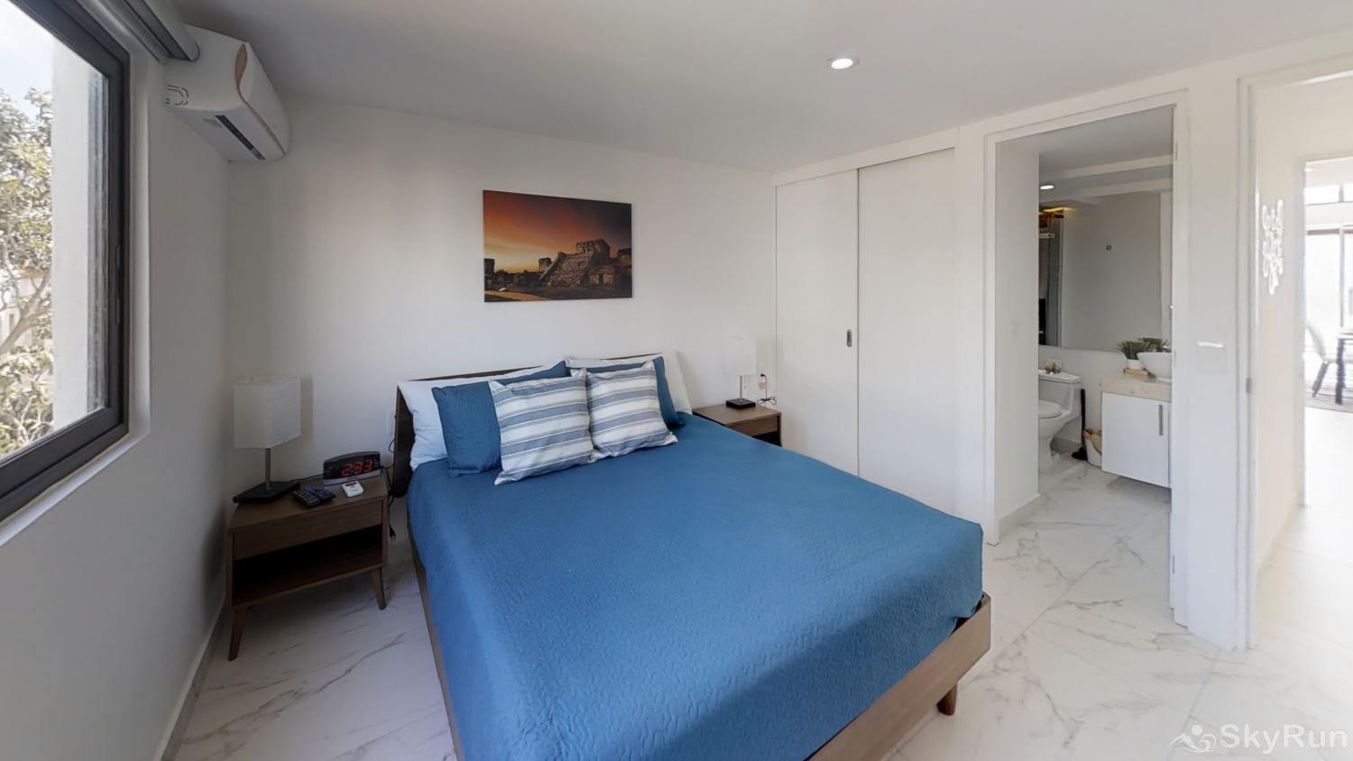 Stylish Beach Condo Steps from Beach 2BR Outdoor Pool, 303 2bd queen bedroom ensuite bathroom