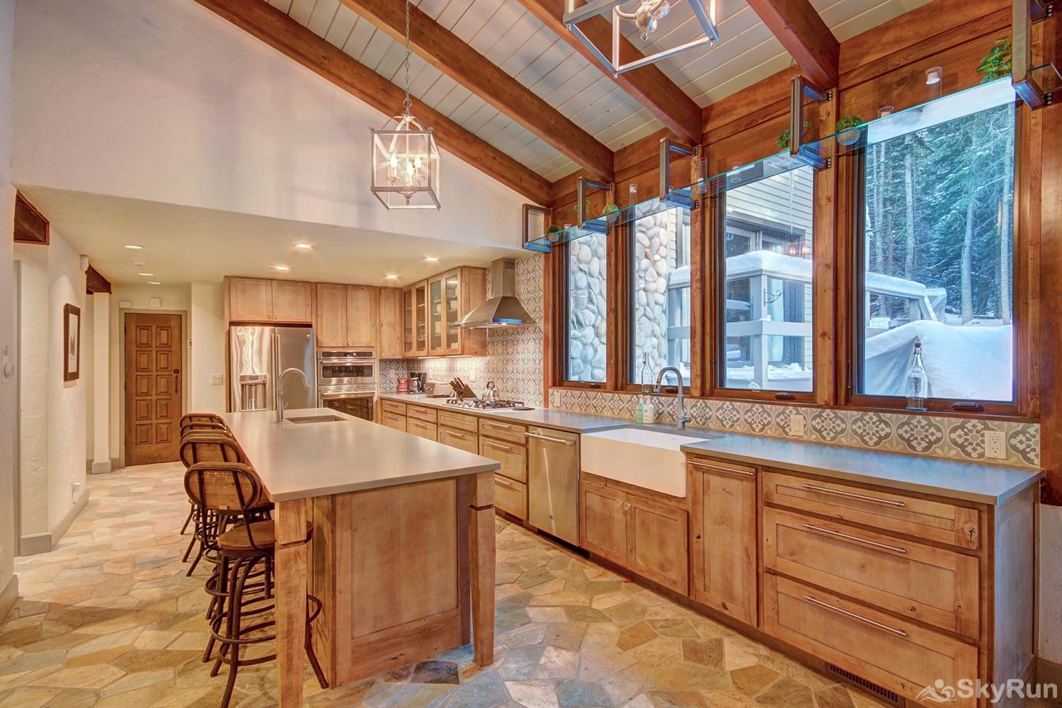 Creekside Chateau Large kitchen to prepare tasty home cooked meals