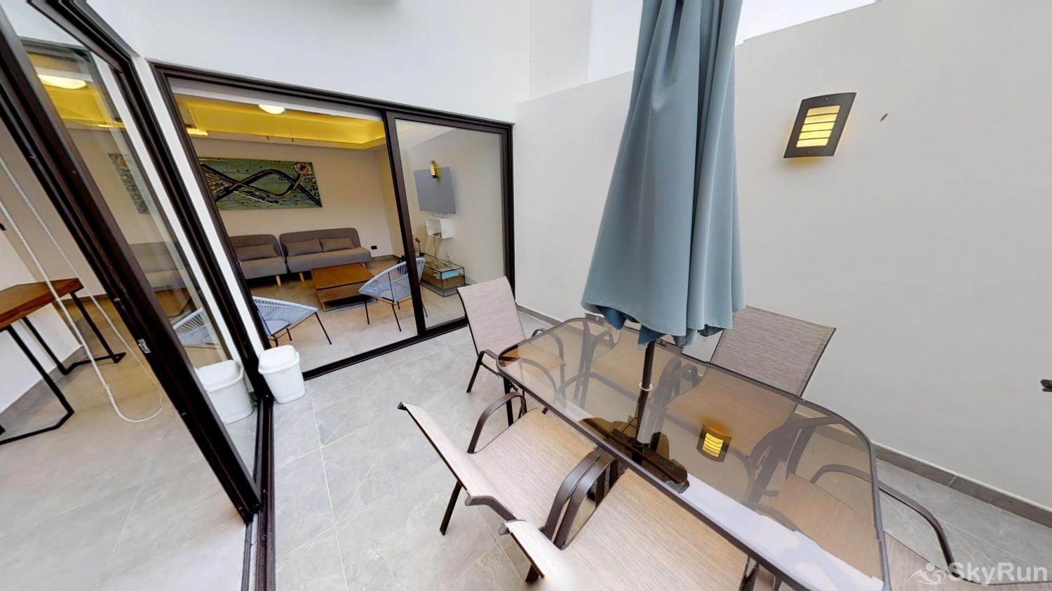 Fabulous Penthouse with private pool 2 free bikes double dinning inside or outside