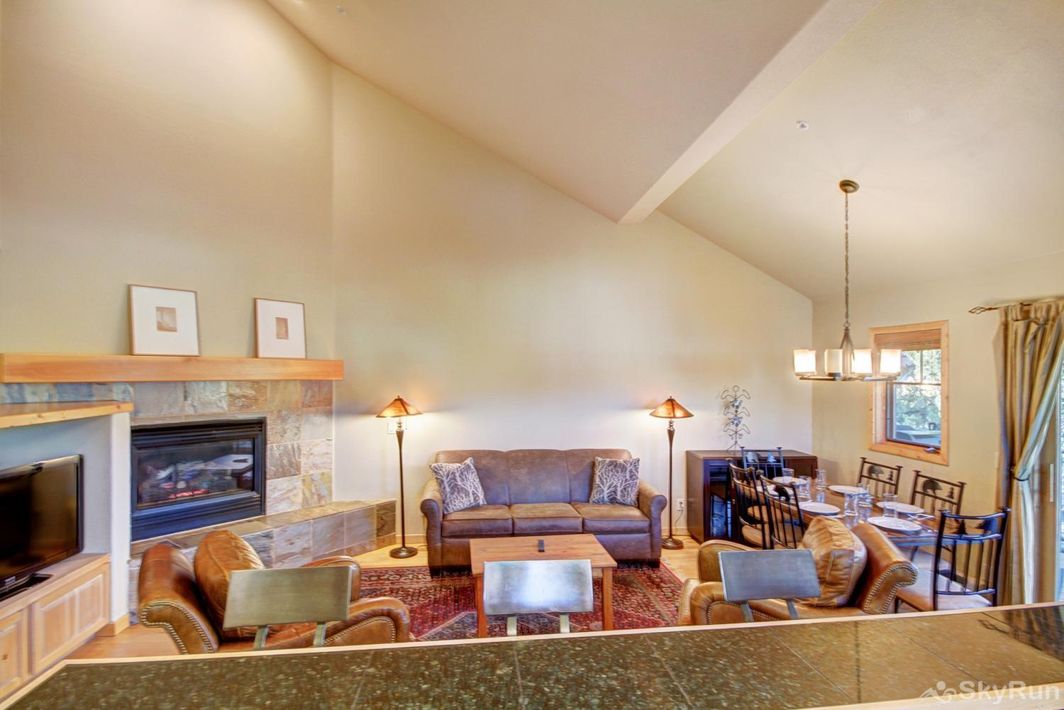 Twin Elk Lodge D16 Open floor plan with lofted ceilings!