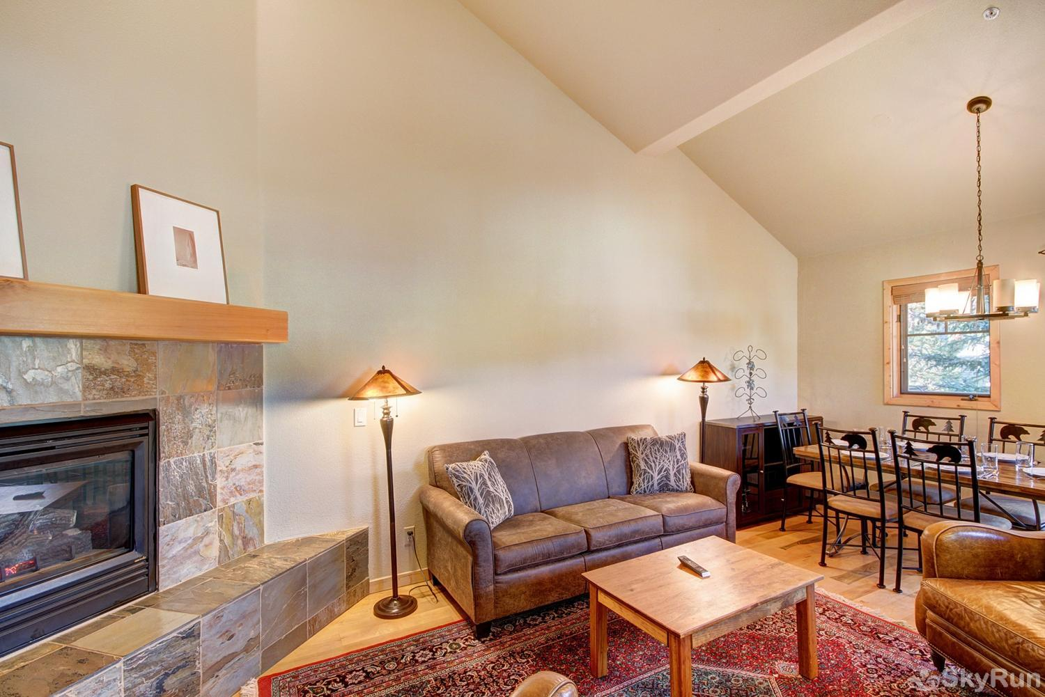 Twin Elk Lodge D16 Stay cozy warm by the gas fireplace on those cold winter nights