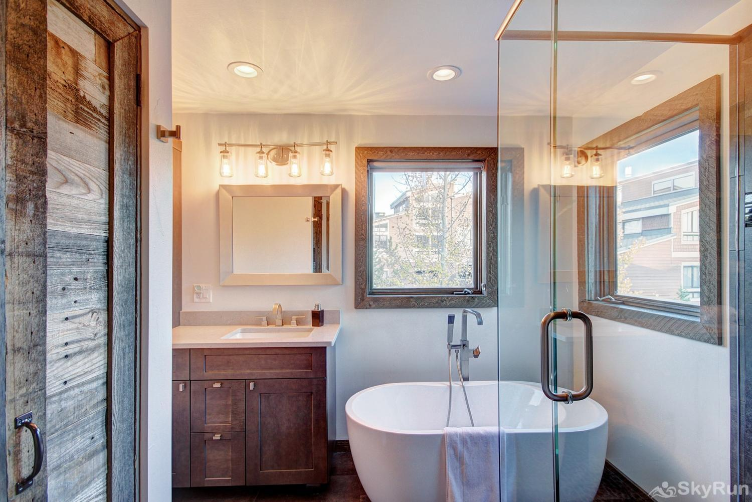 Twin Elk Lodge D16 King master ensuite bathroom