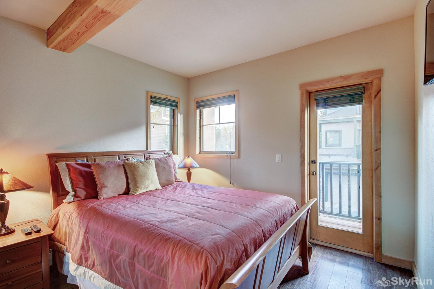 Twin Elk Lodge D16 Queen bedroom with flat screen TV, private balcony