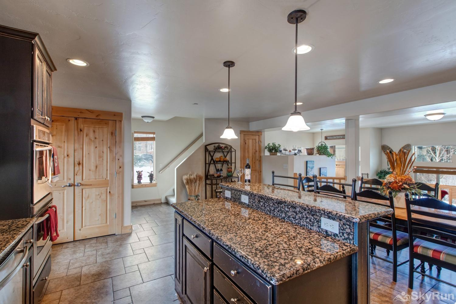 Luge Lane Luxury 5452 Granite Countertops Kitchen