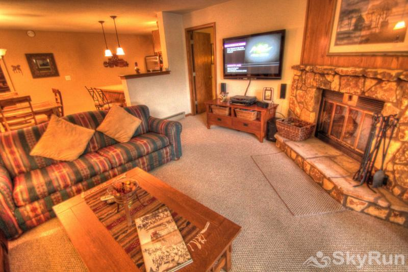 204 Snowdance Manor Living Room
