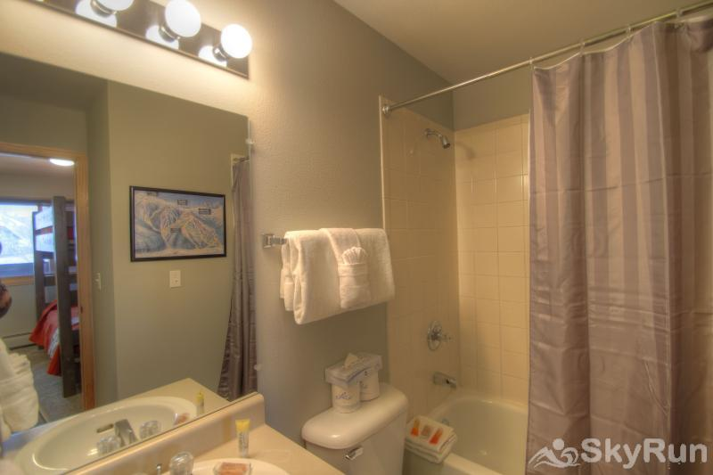 C213 Cinnamon Ridge Guest Bathroom