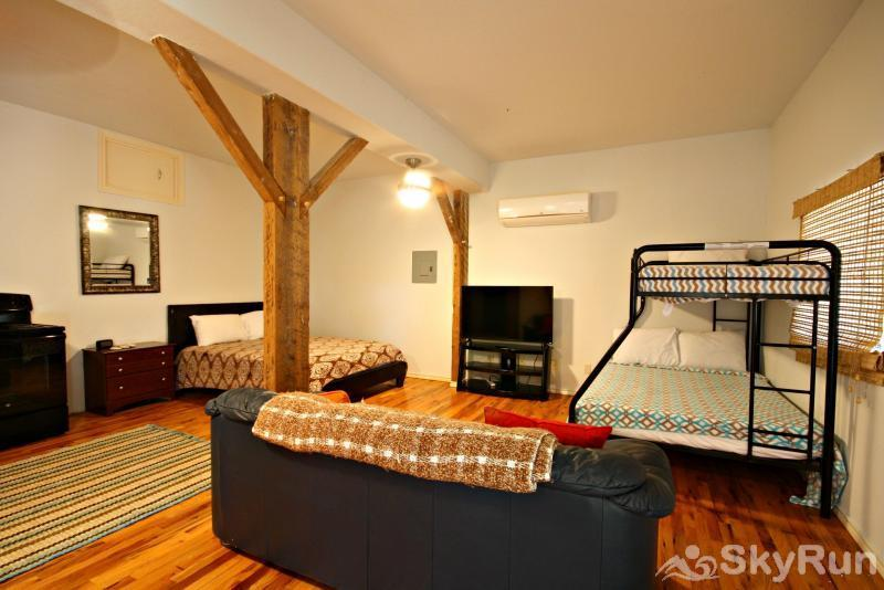 JACKS RIVER HAUS Studio Apartment, Available for Additional Fee