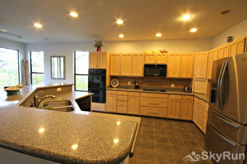 JACKS RIVER HAUS AND STUDIO APARTMENT COMBO Large, Fully Equipped Kitchen