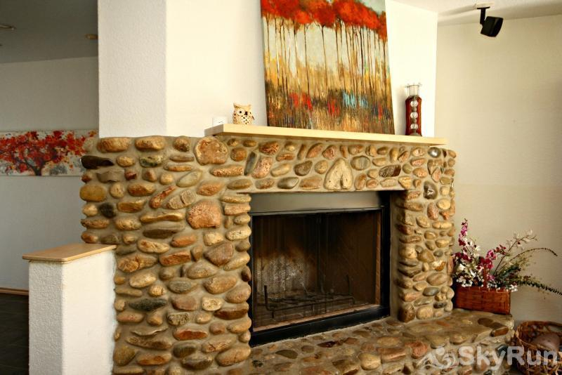 JACKS RIVER HAUS AND STUDIO APARTMENT COMBO Living Room Fireplace
