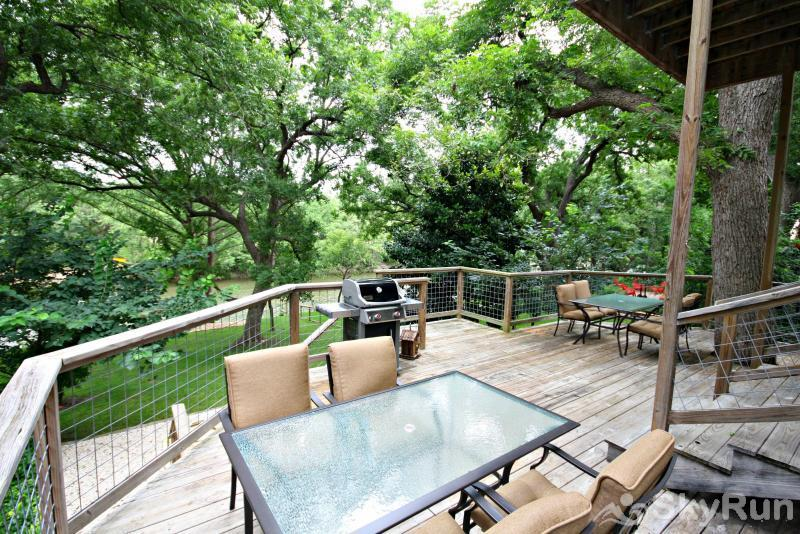 JACKS RIVER HAUS AND STUDIO APARTMENT COMBO Spacious Deck with Comfortable Seating