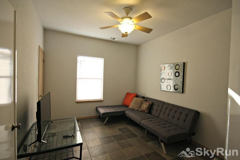 JACKS RIVER HAUS AND STUDIO APARTMENT COMBO Fourth Bedroom with Queen Bed & HDTV