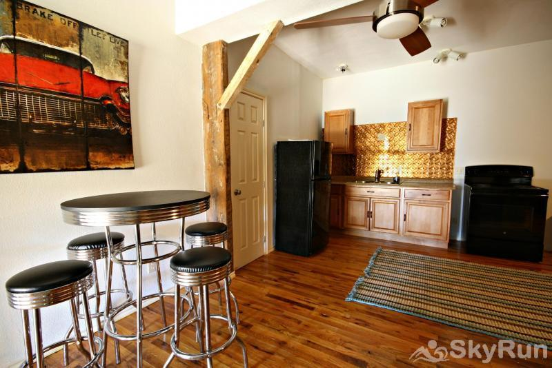 JACKS RIVER HAUS AND STUDIO APARTMENT COMBO Studio Apartment Kitchen and Dining Areas