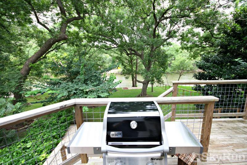 JACKS RIVER HAUS AND STUDIO APARTMENT COMBO Gas Grill with Propane Provided