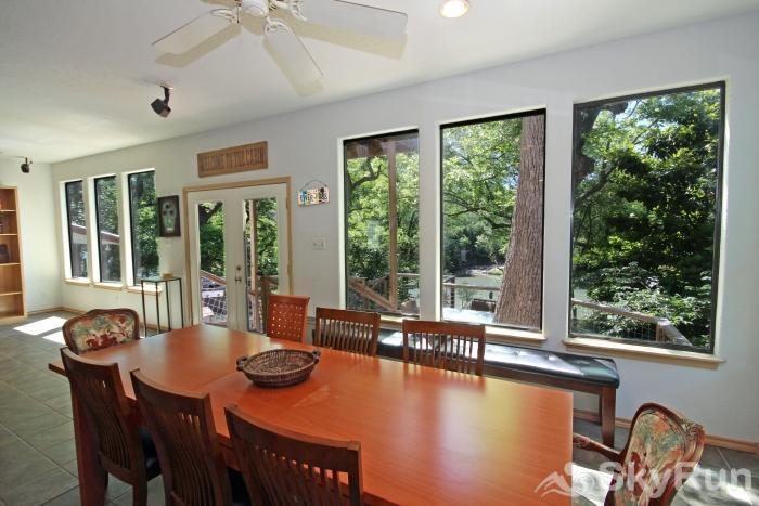 JACKS RIVER HAUS AND STUDIO APARTMENT COMBO Dining Area with View of the Guadalupe