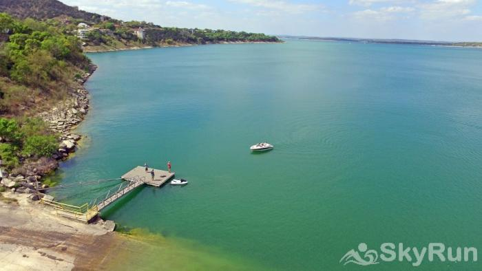 JACKS RIVER HAUS AND STUDIO APARTMENT COMBO Beautiful Canyon Lake, Only 2 Miles from Jack's River Haus