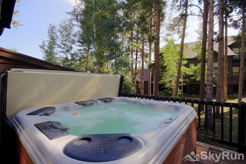 Village Point 109 Relax your achy muscles in your own private outdoor hot tub after a fun-filled day on the ski slopes!