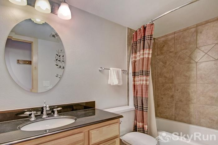MP706 Mountain Plaza Guest Bathroom