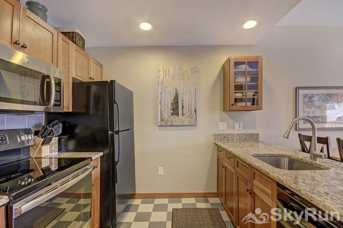 CO515 Copper One 1BR 1BA Fully Equipped Kitchen