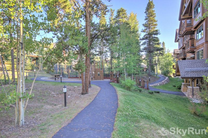 Breck Ski Chalet at Mountain Thunder Complex Offers Walking Path