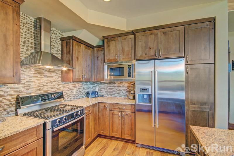 B201 WaterTower Place 3BR 3BA Gourmet Full Kitchen