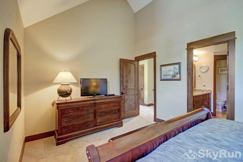B201 WaterTower Place 3BR 3BA Master Suite 1 with HD TV.