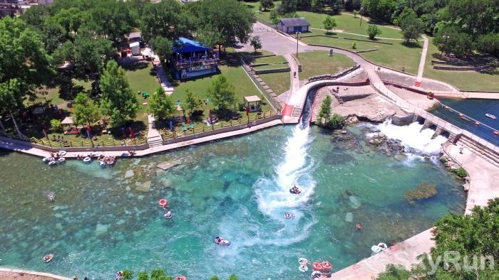 GRACE HAUS Walking Distance to the Famous Comal River Tube Chute!