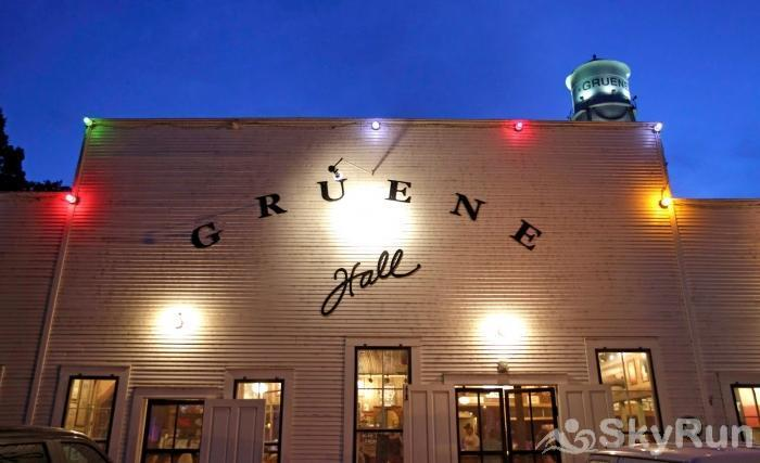 GRACE HAUS Gruene Hall and Historic District, 2 Miles Away