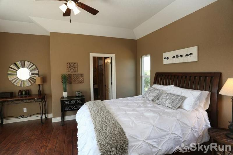 LA BELLE VIE Cozy Master Bedroom with Queen