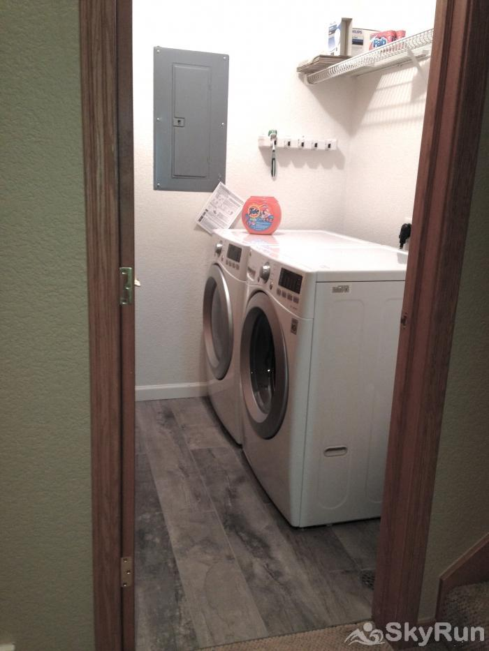 Canyon Run Townhome Mountain Modern Living Laundry Room