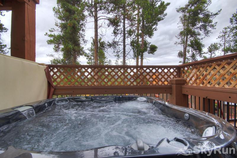 Saddlewood 52 Private Outdoor Hot Tub (Lower Deck)