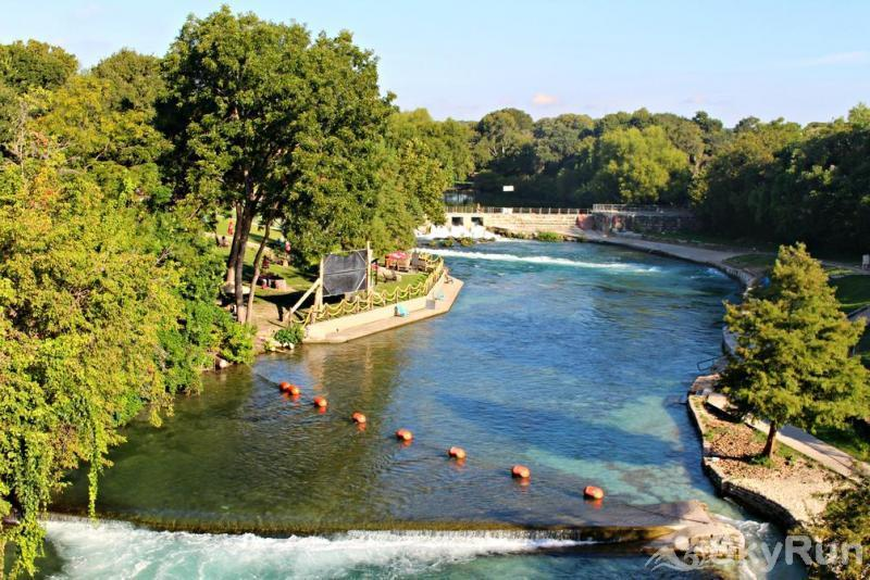 WATERWHEEL RIVER CONDO Only Blocks from the Comal River Tube Chute and Schlitterbahn!!