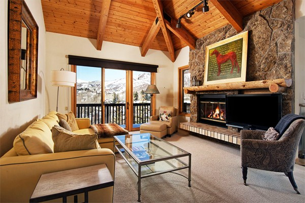 Top 5 Vacation Rentals with Cozy Fireplaces